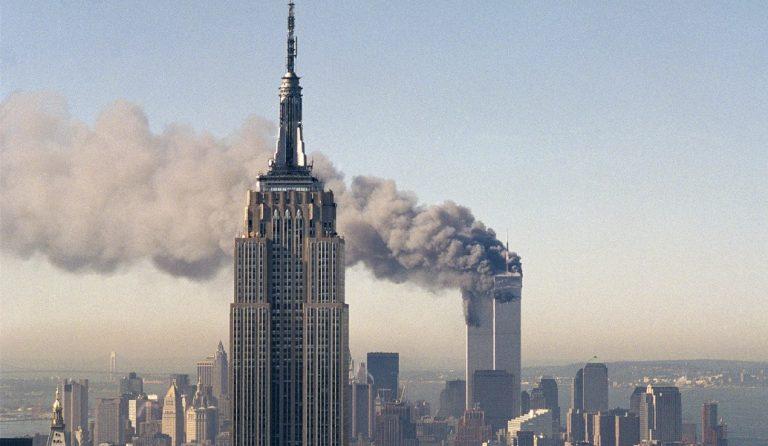 ΔΙΔΥΜΟΙ ΠΥΡΓΟΙ: Αυτή είναι η πιο εμβληματική φωτογραφία της 11ης Σεπτεμβρίου (pics) | Pagenews.gr