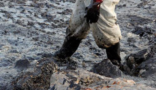 Υπουργείο Υγείας: Αυτές είναι οι ακτές της Αττικής που απαγορεύεται το κολύμπι λόγω πετρελαιοκηλίδας | Pagenews.gr