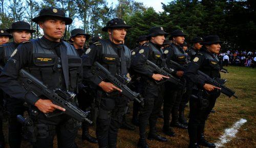 Γουατεμάλα: Αστυνομικοί έβγαλαν τους βουλευτές από το κοινοβούλιο | Pagenews.gr