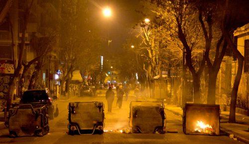 Εξάρχεια: Απόπειρα επίθεσης στο σπίτι του Φλαμπουράρη | Pagenews.gr