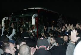 Οπαδοί του Ολυμπιακού στου Ρέντη – Περιμένουν την ομάδα μετά την ΑΕΚ   Pagenews.gr
