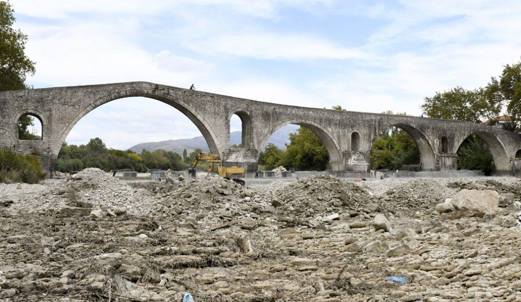 Άρτα: Σε πλήρη εξέλιξη οι εργασίες στο ιστορικό γεφύρι | Pagenews.gr