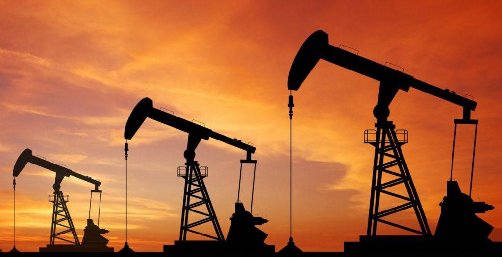 Αλματώδης αύξηση τιμών του αμερικανικού πετρελαίου μετά τον τυφώνα Χάρβεϊ | Pagenews.gr