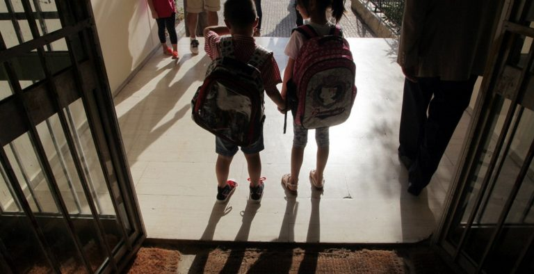 735e82cf32 Δήμος Ιλίου  Διέθεσε τσάντες και σχολικά είδη σε μαθητές