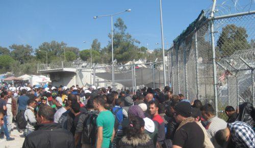 Άγρια επεισόδια μεταξύ μεταναστών στη Μόρια – Τέσσερις τραυματίες   Pagenews.gr