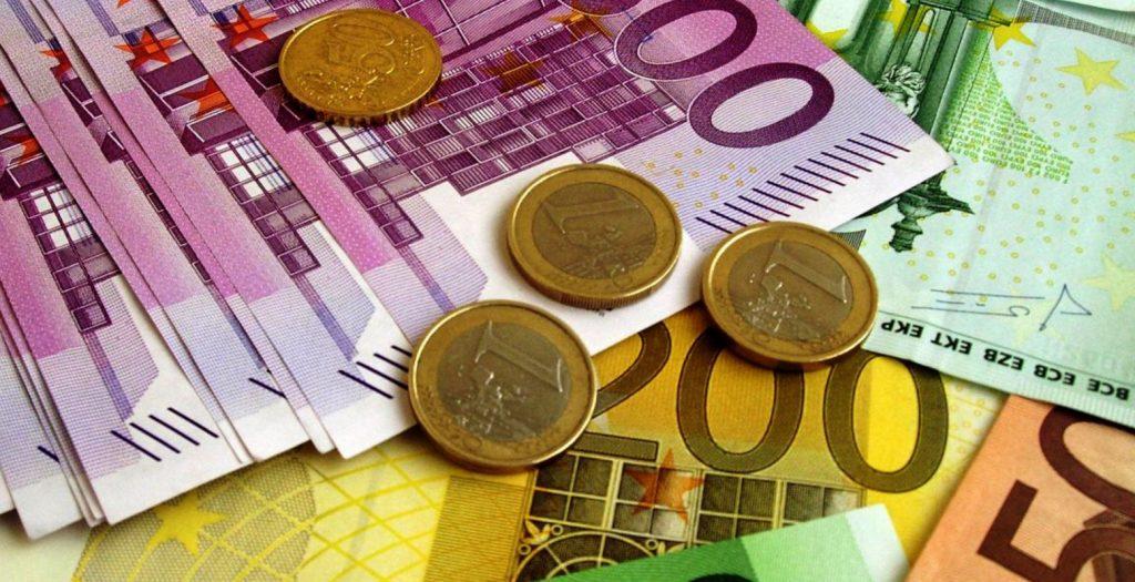 Οριακή πτώση για το ευρώ στο 1,04 | Pagenews.gr