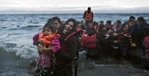 Αγωνία Βίτσα για τις μαζικές ροές προσφύγων σε νησιά και Έβρο | Pagenews.gr