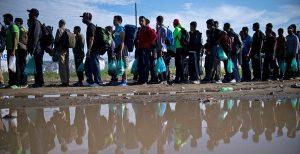 Περίπου 50 μετανάστες και πρόσφυγες μεταφέρθηκαν από τα δύο στρατιωτικά πλοία στο Ποτσάλο | Pagenews.gr