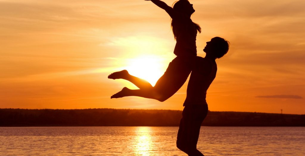Έτσι μπορείς να καταλάβεις ότι σε έχει ερωτευτεί ο άντρας που θέλεις και δεν σε δουλεύει   Pagenews.gr