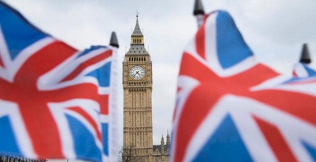 Η Βρετανία θα ασκήσει πιέσεις για μια συμφωνία κατά παραγγελία με την ΕΕ | Pagenews.gr