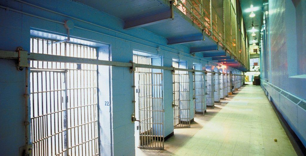 Στη φυλακή 45χρονος που κακοποιούσε τους γιους και τη γυναίκα του   Pagenews.gr