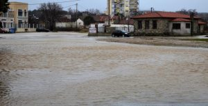 Γαλλία: Διασώστες απομάκρυναν περίπου 1.600 άτομα από πλημμυρισμένες περιοχές | Pagenews.gr