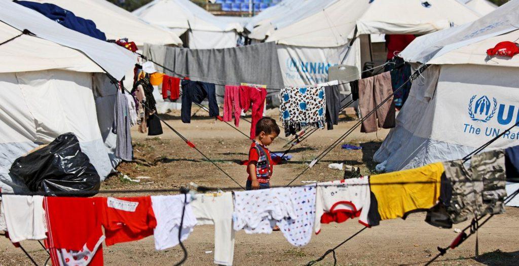 Ρατσιστική επίθεση με ξύλα καταγγέλει πρόσφυγας στο Σχιστό | Pagenews.gr