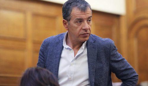 Θεοδωράκης: Ποιος θα τολμήσει να κάνει υποδείξεις στο Ποτάμι;   Pagenews.gr
