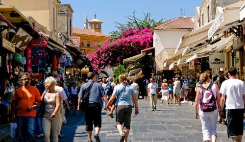 Ανεπηρέαστος ο ελληνικός τουρισμός από τις φονικές πυρκαγιές | Pagenews.gr