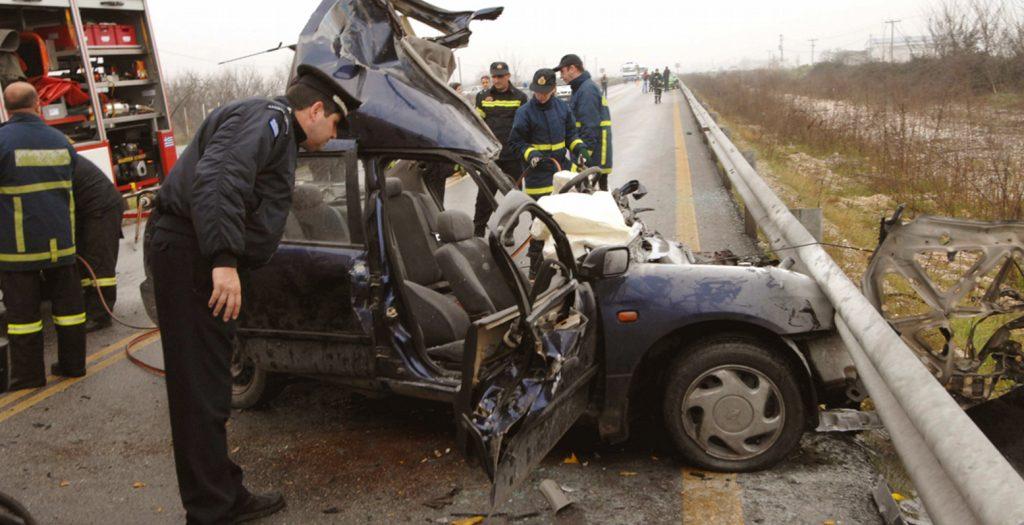 Ανατροπή οχήματος στο Δερβένι – Εγκλωβίστηκε μια γυναίκα | Pagenews.gr