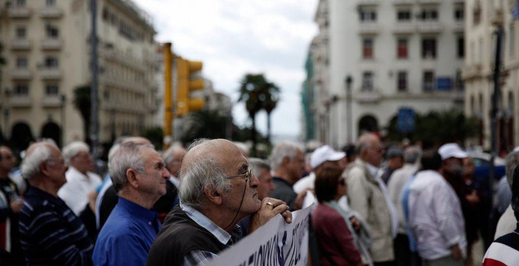 Έρχονται οι νέες συντάξεις που μοιάζουν με… φιλοδώρημα | Pagenews.gr