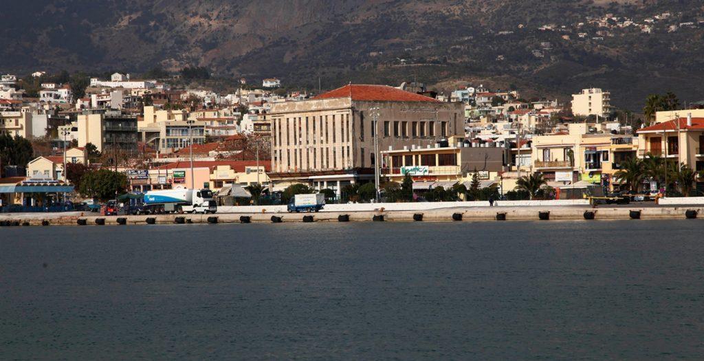Χίος: Αντιδράσεις για τη μεταφορά μεταναστών στα Αυγώνυμα | Pagenews.gr