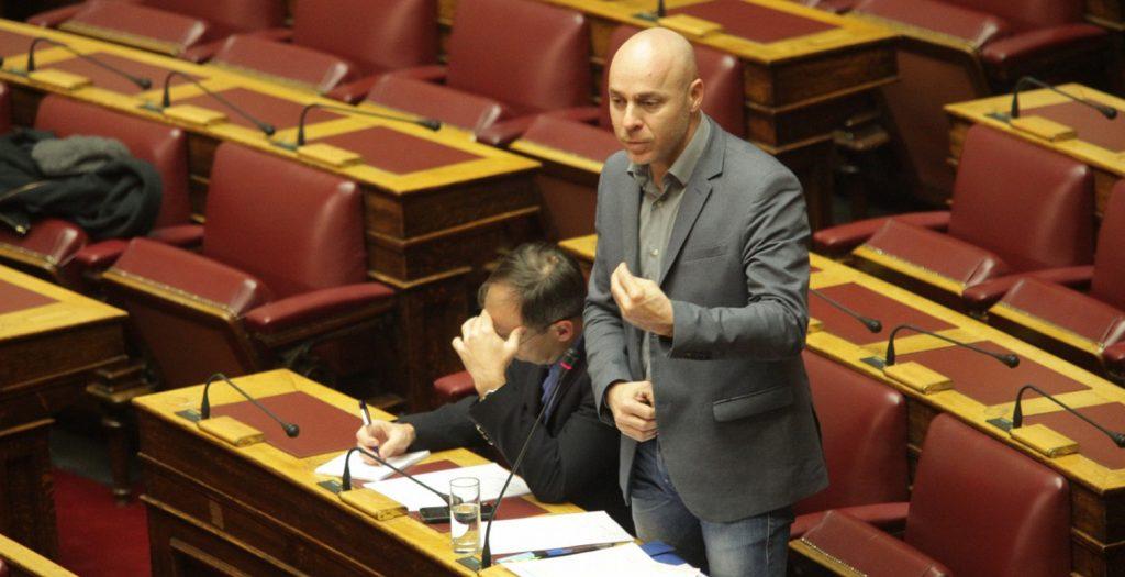 Ο Αμυράς ζήτησε κλήση Βαρουφάκη στη Βουλή | Pagenews.gr