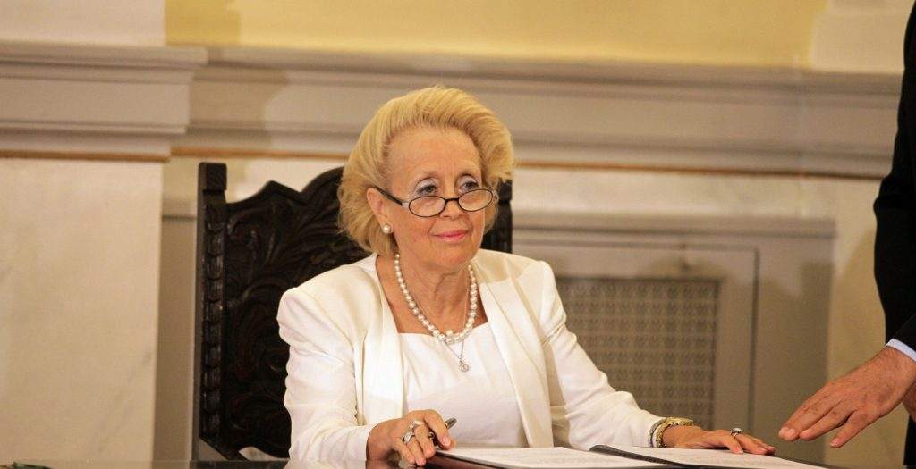 Άμισθη η Θάνου – Δικαιούται μόνο οδοιπορικά και «εκτός έδρας»   Pagenews.gr