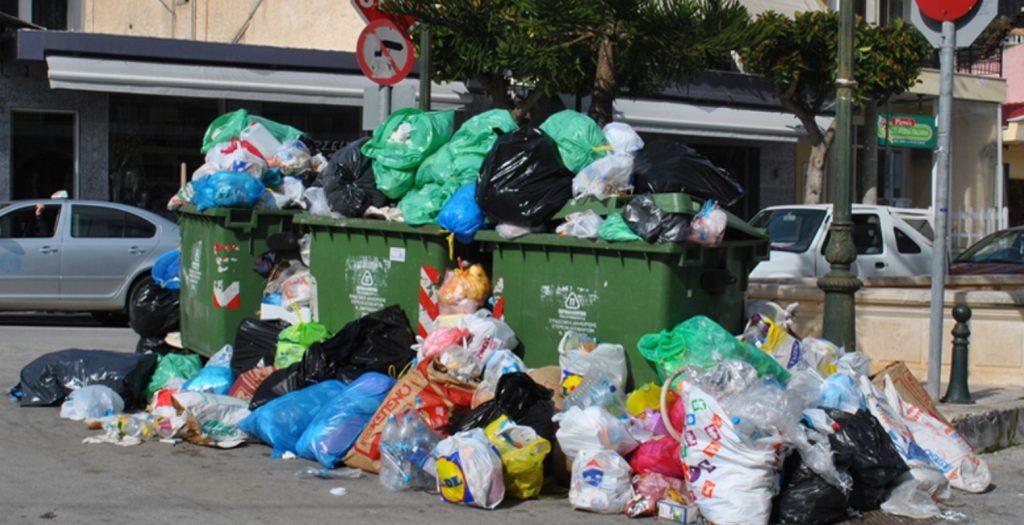 Παραμένει το χάος στην Κέρκυρα από τους τόνους σκουπιδιών | Pagenews.gr