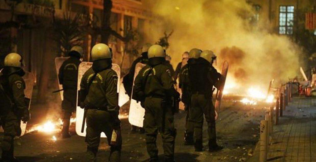 Σοβαρά επεισόδια στη Νέα Σμύρνη | Pagenews.gr