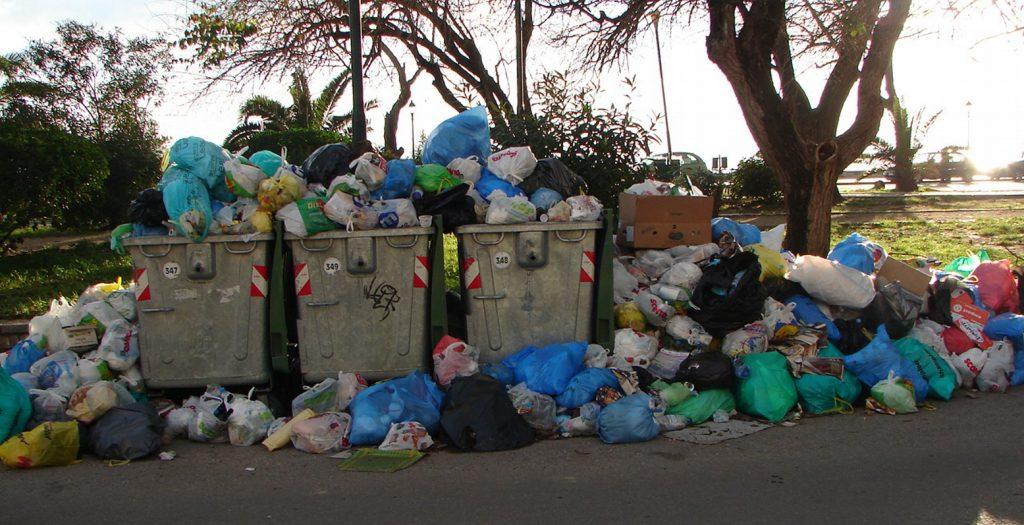 Κέρκυρα: Τα σκουπίδια «κόβουν» στα δύο το νησί | Pagenews.gr