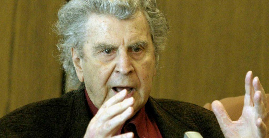 Μίκης Θεοδωράκης: Επίθεση με μπογιές και συνθήματα στο σπίτι του (pics) | Pagenews.gr