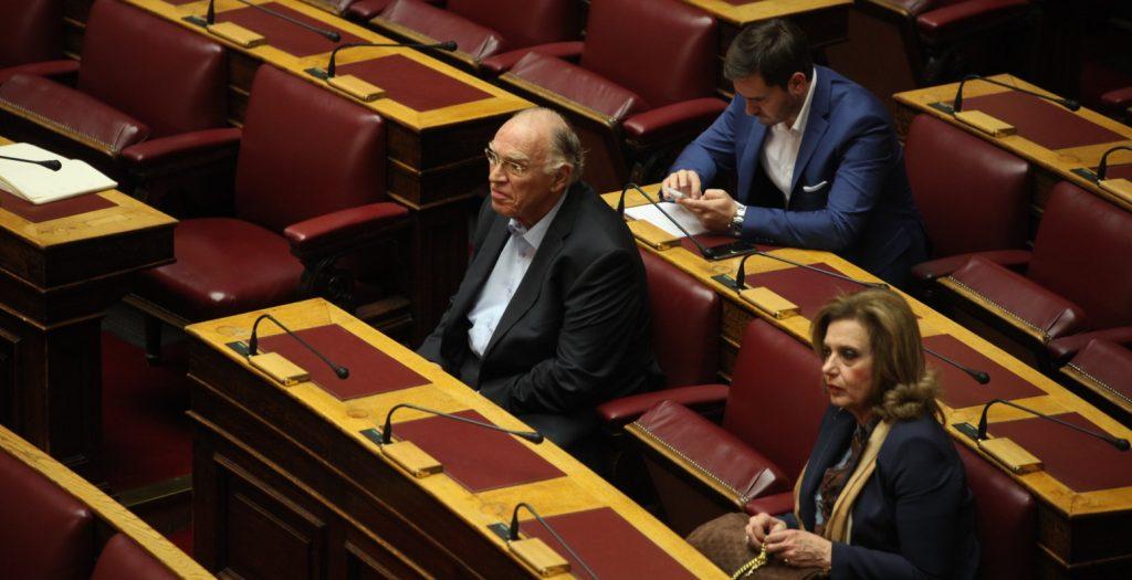 Βασίλης Λεβέντης: Η κυβέρνηση, με το ένα χέρι κόβει επιδόματα και με το άλλο δίνει μποναμάδες | Pagenews.gr