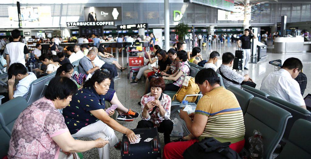 Κίνα: Χιλιάδες επιβάτες εγκλωβίστηκαν από χιονοθύελλα σε αεροδρόμιο | Pagenews.gr