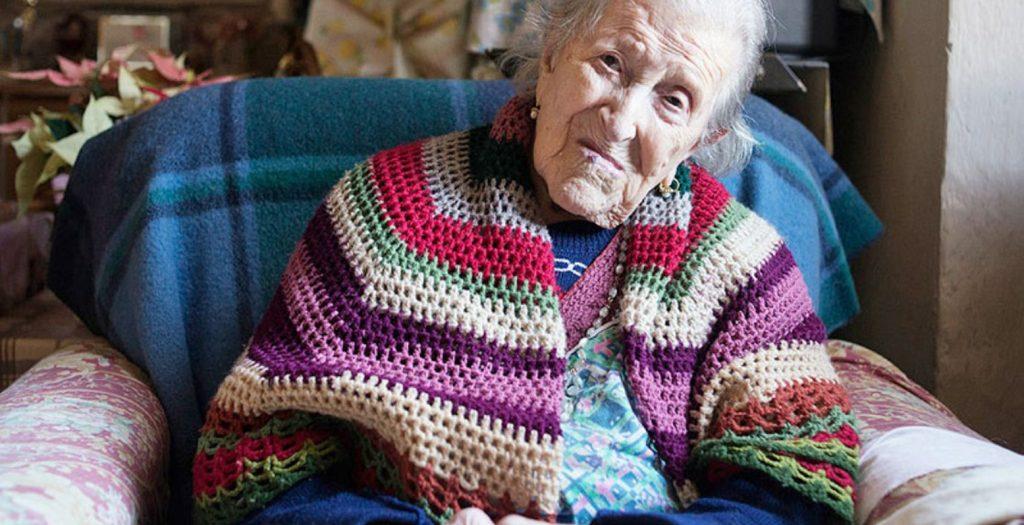 Ο γηραιότερος άνθρωπος σβήνει… 117 κεράκια! | Pagenews.gr