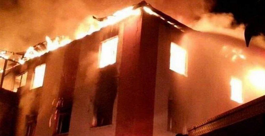 Μεγάλη φωτιά σε εργοστάσιο ξυλείας στο Νέο Κόσμο (vid) | Pagenews.gr