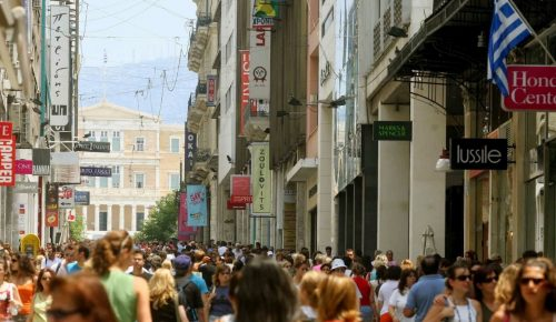 Τουρισμός και εισαγόμενη κατανάλωση κρατούν ψηλά το τζίρο στο λιανικό εμπόριο | Pagenews.gr