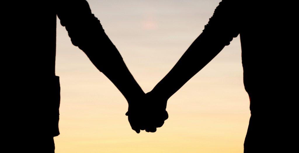 «Ήρθες αργά στο δρόμο της ζωής μου…» – Πώς αντιδρούν τα ζώδια στον αργοπορημένο έρωτα; | Pagenews.gr