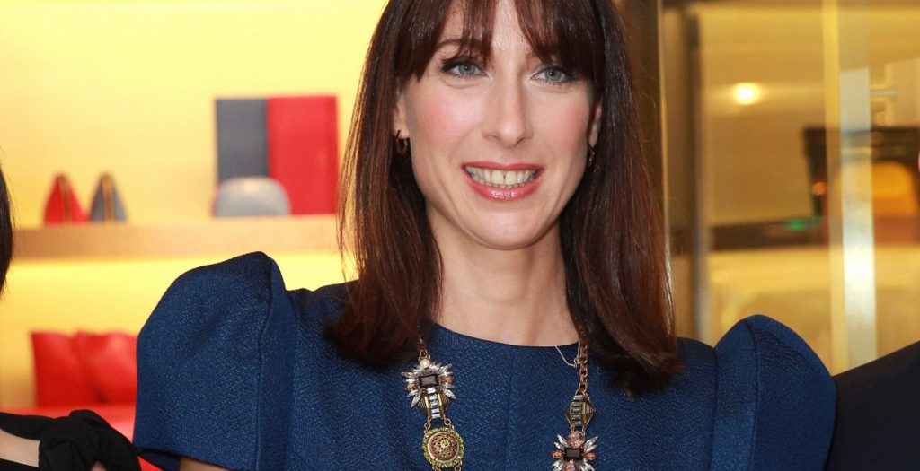 Σχεδιάστρια μόδας η σύζυγος του Ντέιβιντ Κάμερον, Σαμάνθα | Pagenews.gr