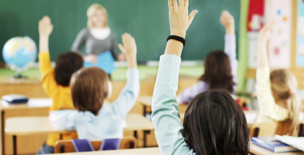 Σχολείο απαγορεύει σε μαθητές να σηκώσουν το χέρι για να πουν μάθημα   Pagenews.gr