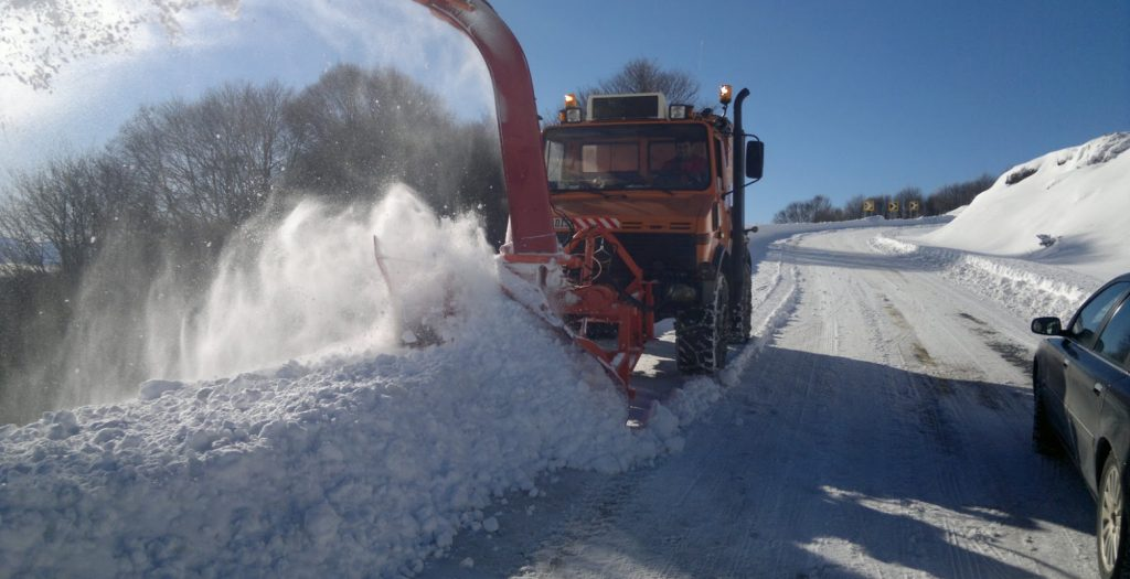 Λάρισα: Aκινητοποιήθηκε ασθενοφόρο λόγω χιονιά | Pagenews.gr