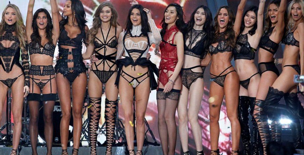 Victoria's Secret: Το εντυπωσιακό σόου στο Παρίσι και η έγκυος Ιρίνα Σάικ (photos, videos) | Pagenews.gr