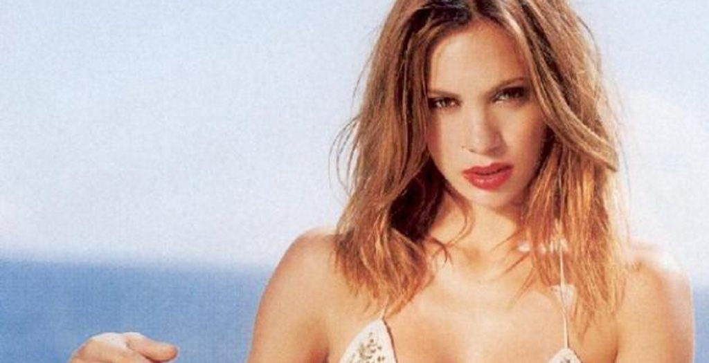 Η Λίνα Σακκά στις πιο sexy πόζες της μας θυμίζει κάτι από τα παλιά καυτά χρόνια! | Pagenews.gr