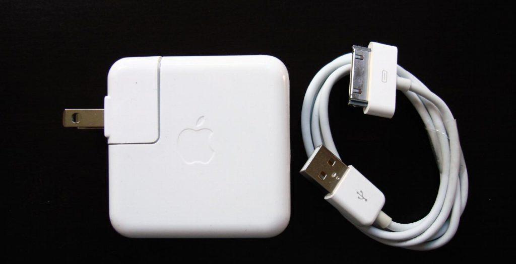 Επικίνδυνες οι απομιμήσεις φορτιστών της Apple | Pagenews.gr