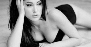 Κλέλια Ρένεση: Πως αντέδρασε ο Κυριακίδης όταν την είδε γυμνή (vid) | Pagenews.gr
