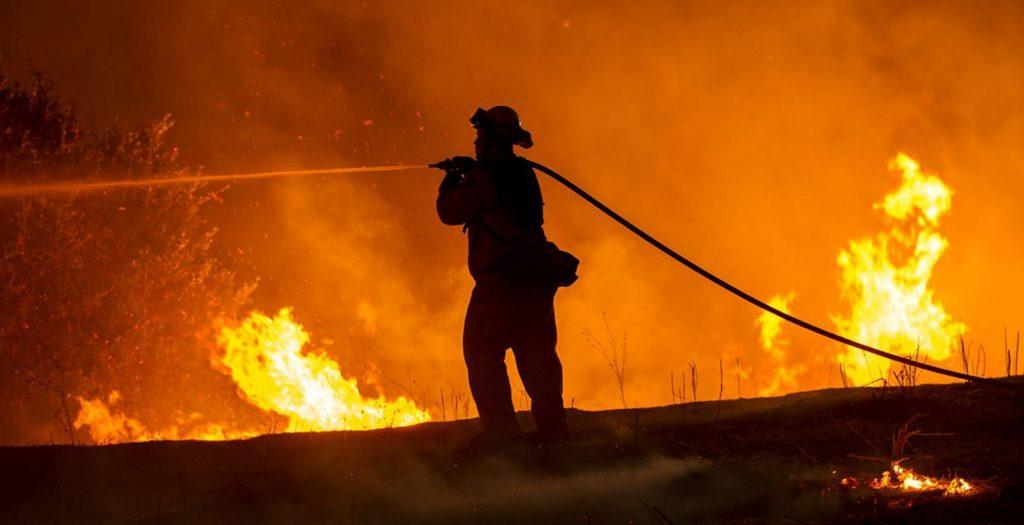 Υπό έλεγχο η πυρκαγιά σε εργοστάσιο στην παλαιά Ε.Ο. Αθηνών-Θηβών | Pagenews.gr