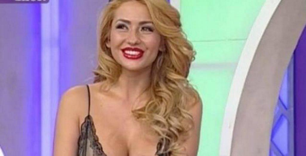 Ακατάλληλες εικόνες: Το στήθος της παρουσιάστριας βγήκε στον αέρα και δεν το παρατήρησε κανείς (vid) | Pagenews.gr