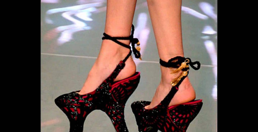Τα 20 πιο εκκεντρικά γυναικεία παπούτσια (photos)   Pagenews.gr