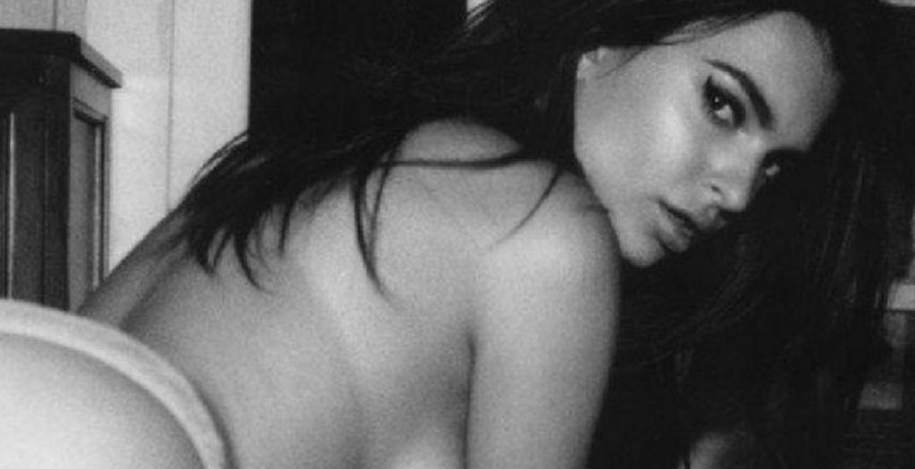 Χαμός! Διέρευσαν αδημοσίευτες πορνό φώτο της Έμιλι Ρατακόφσκι (τα κάνει ΟΛΑ)!!! | Pagenews.gr