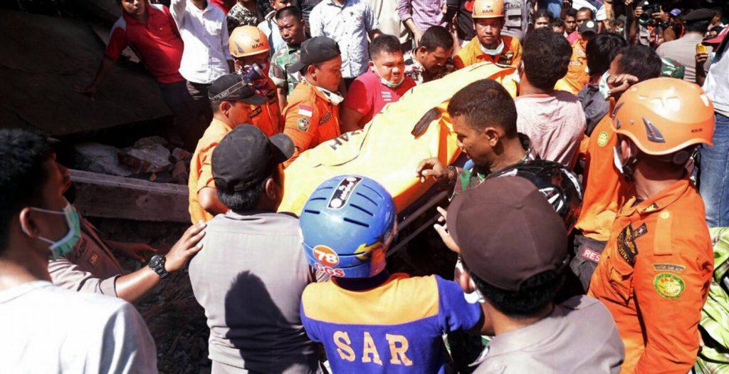 Δεκάδες νεκροί από φονικό σεισμό στην Ινδονησία | Pagenews.gr