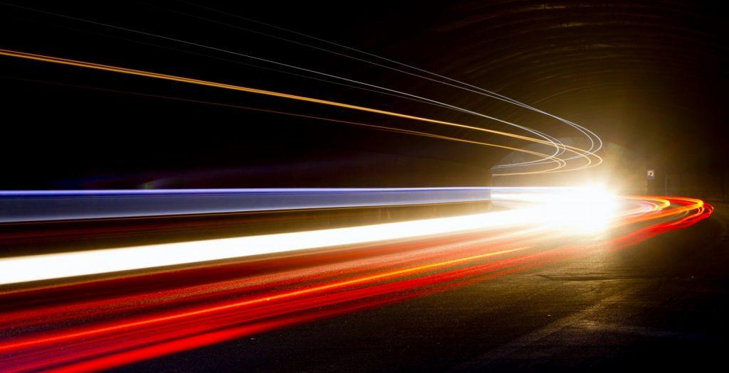 Το doodle της Google: Αφιερωμένο στην ταχύτητα του φωτός | Pagenews.gr