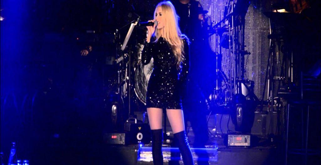 Στην πίστα χωρίς εσώρουχα Ελληνίδα τραγουδίστρια (pics) | Pagenews.gr