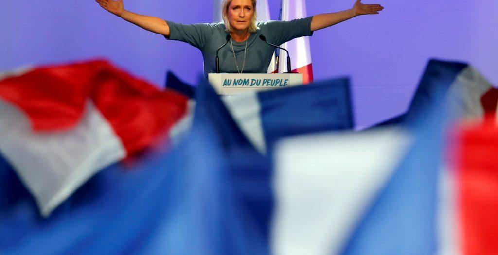 Γαλλία: Ξενοφοβικό παραλήρημα Λεπέν κατά των προσφύγων | Pagenews.gr