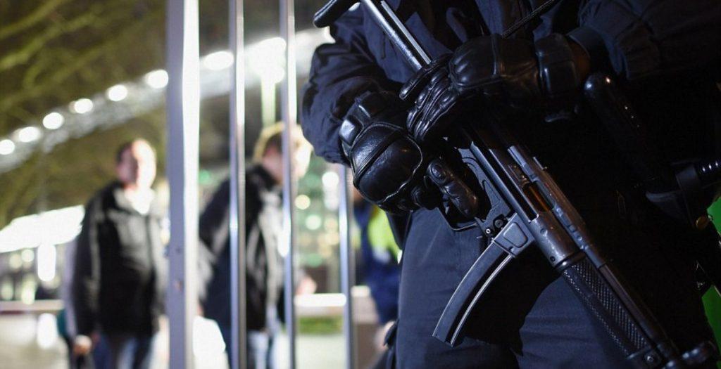 Ολλανδία: Συνελήφθη τρομοκράτης με καλάσνικοφ κι εκρηκτικά | Pagenews.gr